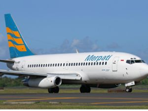 Endonezya'da yolcu uçağı, zor iniş yaptı