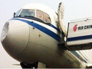 Air China uçağının burnuna gizemli çarpma