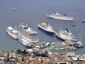 Kuşadası'na 124 kruvaziyer gemisi yanaştı