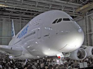 Airbus ve Boeing rekabeti yere taşınıyor