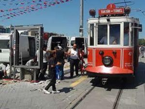 Taksimde Tramvay Durakları Kaldırıldı