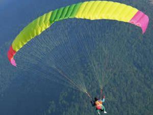 Amanoslarda iki paraşütçü ölümden döndü