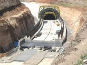 BTK Demiryolu'nda ilk raylar döşeniyor