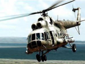 Hindistan'da kurtarma helikopteri nehre düştü