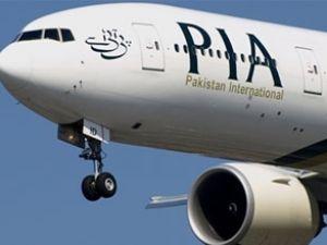 Pakistan uçağında kalp krizi geçirdi