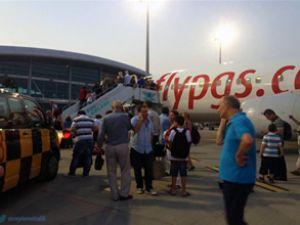 Pegasus uçağında sıcak isyan çıkarttı
