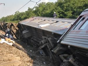 Tayland'da tren raydan çıktı: 30 yaralı