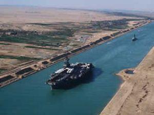 Süveyş Kanalında geçişler devam ediyor