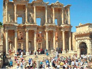 İzmir'e altı ayda 500 bin turist giriş yaptı