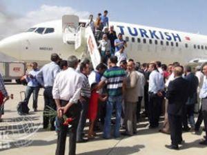 Bingöl Havalimanı'na  ilk tarifeli uçak indi
