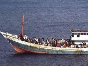 Avustralya'da kaçak gemisi alabora oldu