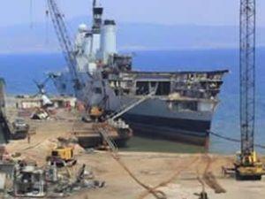 İngiltere savaş gemisi İzmit'te jilet oldu