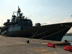 NATO gemileri İstanbul'a demir attı