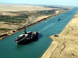 Süveyş Kanalı ordu korumasıyla çalışacak
