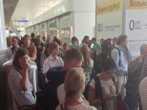 Şeremtyevo havaalanında kuyruk oldu
