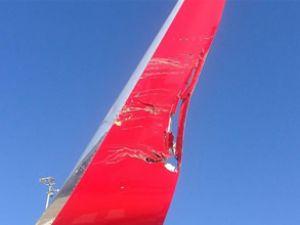 Melbourne Havalimanı'nda iki uçak çarpıştı