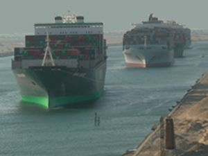 Süveyş'te 3 bin 500 gemi bekliyor