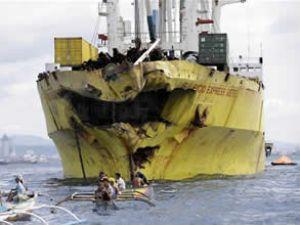 Filipinler'de iki gemi çatıştı: 31 kişi öldü