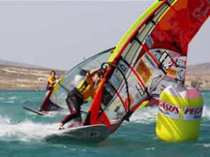 Windsurf Kupası'na rüzgar engel oldu