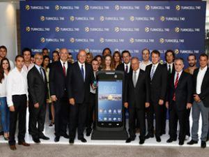 Türkiye'nin yerli akıllı telefonu tanıtıldı