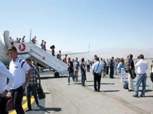 Muş Havaalanı'nda Malazgirt Zaferi krizi