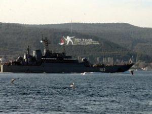 Rus askeri gemileri Çanakkale'den geçti