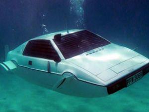 Bond'un aracı 550 bin sterline satıldı