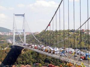 FSM Köprüsü eylemde beşik gibi sallandı