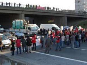 TEM'i bu seferde işçiler trafiğe kapattı