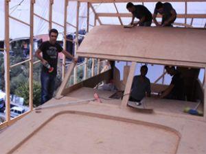 İstanbullu işadamı teknesini çatıda yapıyor
