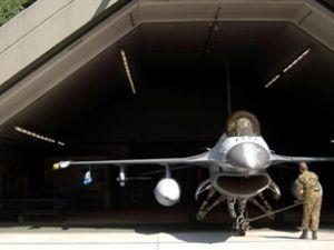 Bulgaris'tanda uçaklar hangarda kaldı