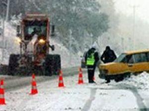 Bolu Dağı'nda ilk kar ulaşımı etkiledi