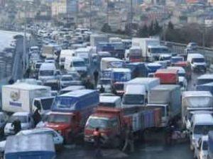 Bayrampaşa'daki kaza trafiği felç etti