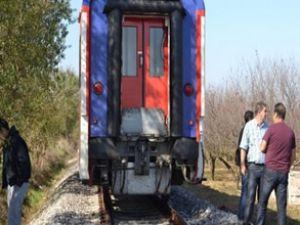 Manisa'da tren motosiklete çarptı: 1 ölü