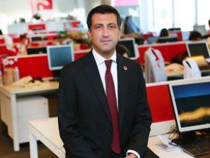 Vodafone'dan kendinden emin adım