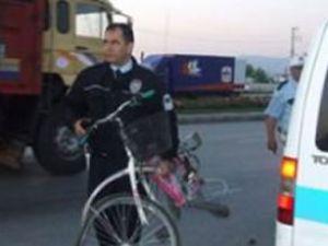 Bisiklet sürüyordu ehliyetine el konuldu