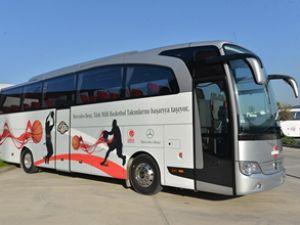 Mercedes Milliler'in otobüsünü yeniledi