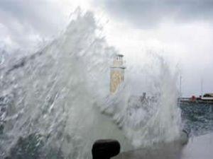 İzmir sular altında, halk çaresiz kaldı