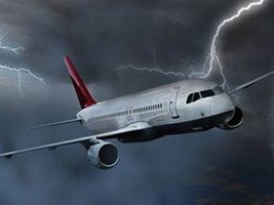 İstanbul'da 2 uçağa yıldırım çarptı