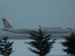 Atatürk Havalimanı'nın pistleri açıldı