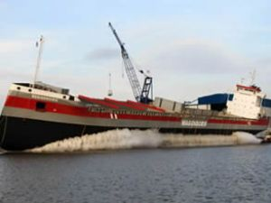 Buzkıran M/V Reggeborg suya indirildi