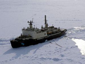 Rus gemisi Antartika'da buzlara sıkıştı