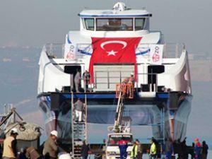İzmir'in ilk kompozit gemisi denize indi