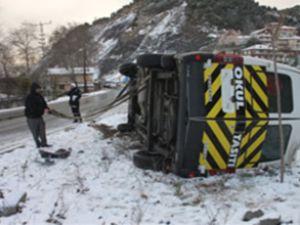 Muğla'da TIR ile yolcu minibüsü çarpıştı