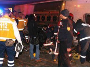 Maslak'ta yolcu otobüsü devrildi