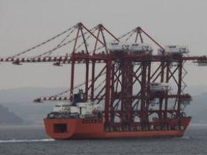 Liman vinci gemisi Çanakkale'den geçti