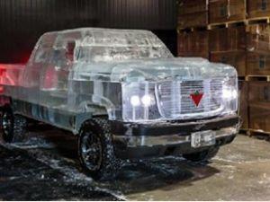 Kanada'da buzdan kamyonet yaptılar