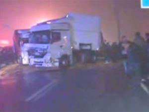 Hindistan'da petrol tankeri otobüse çarptı