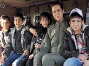 Diyarbakırlı çocukların Sikorsky keyfi