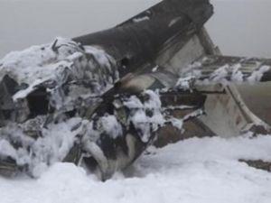 Almanya'da uçak kazasında 4 kişi öldü